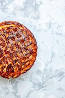 Bovenaanzicht lekkere fruitige taart met gelei op lichte biscuit cookie bake taart taart dessert kleur