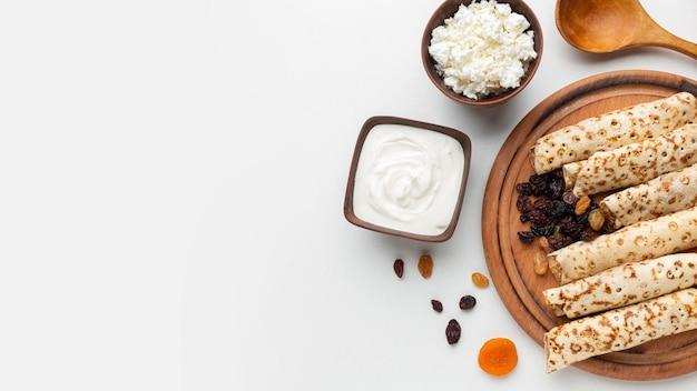 Bovenaanzicht lokaal voedsel met kopie-ruimte