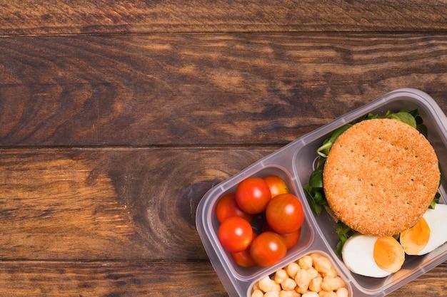 Bovenaanzicht lunchbox met kopie-ruimte