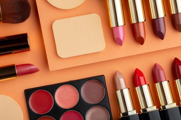 Bovenaanzicht make-up arrangement