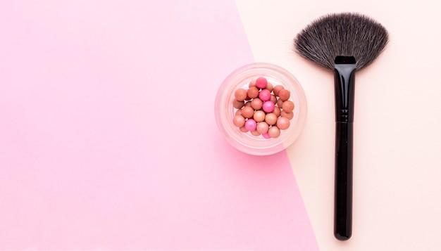 Bovenaanzicht make-up borstel met kopie ruimte