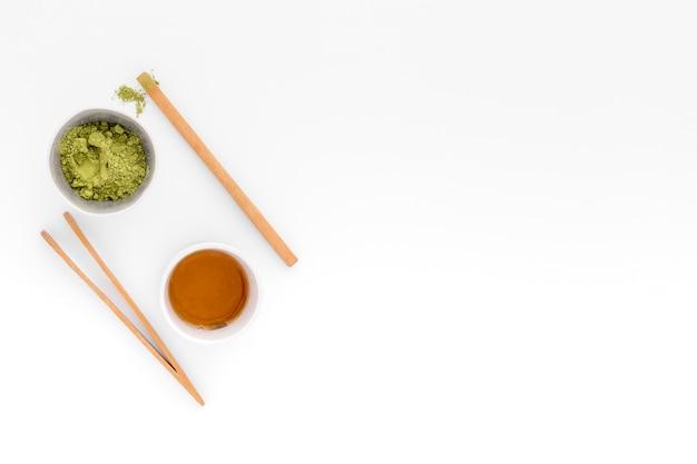 Bovenaanzicht matcha thee concept met kopie ruimte