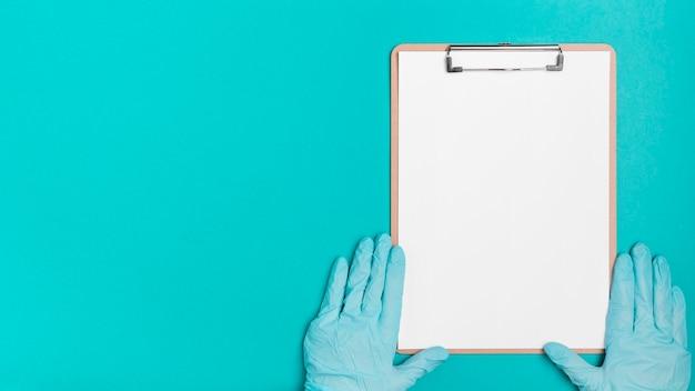 Bovenaanzicht medische klembord met kopie ruimte