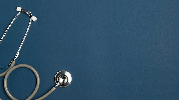 Bovenaanzicht medische stethoscoop met kopie ruimte