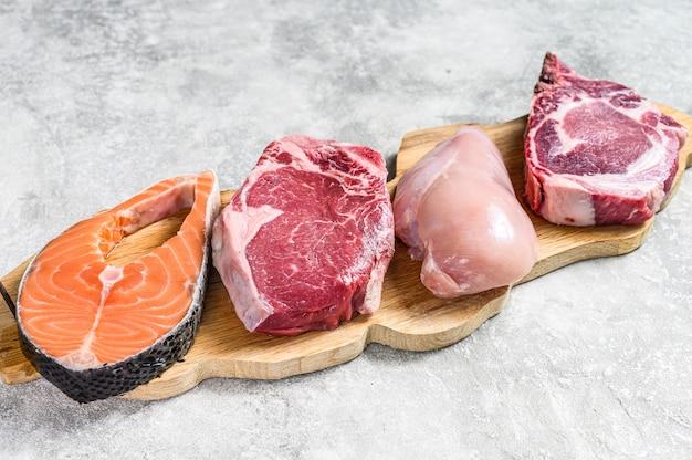 Bovenaanzicht mix van rauw vlees arrangement