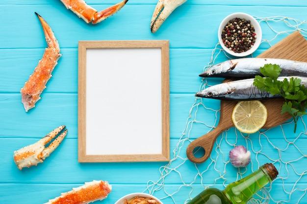 Bovenaanzicht mix van zeevruchten op tafel