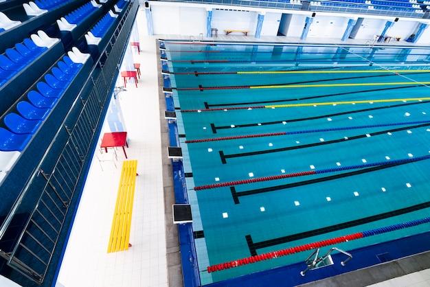 Bovenaanzicht modern zwembad