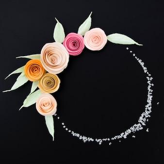 Bovenaanzicht mooie bloemen frame op zwarte achtergrond