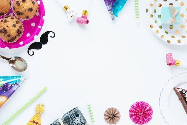 Bovenaanzicht mooie verjaardag items met kopie ruimte