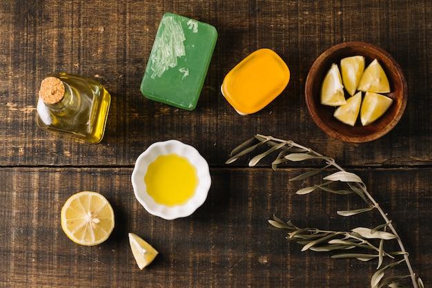 Bovenaanzicht naturel zeep bar ingrediënten