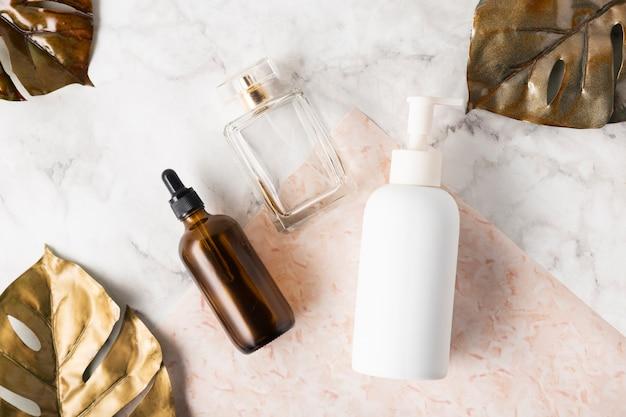 Bovenaanzicht natuurlijke huidverzorgingsproducten
