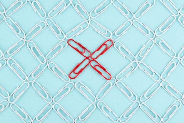 Bovenaanzicht netwerkconcept met paperclips
