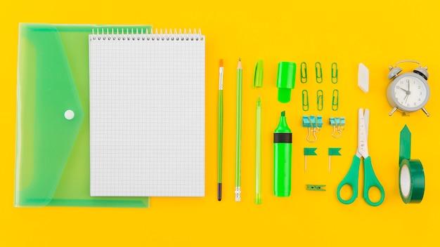 Bovenaanzicht notitieblok met briefpapier notitieblok