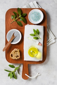 Bovenaanzicht olie- en gezichtsmasker gemaakt van planten