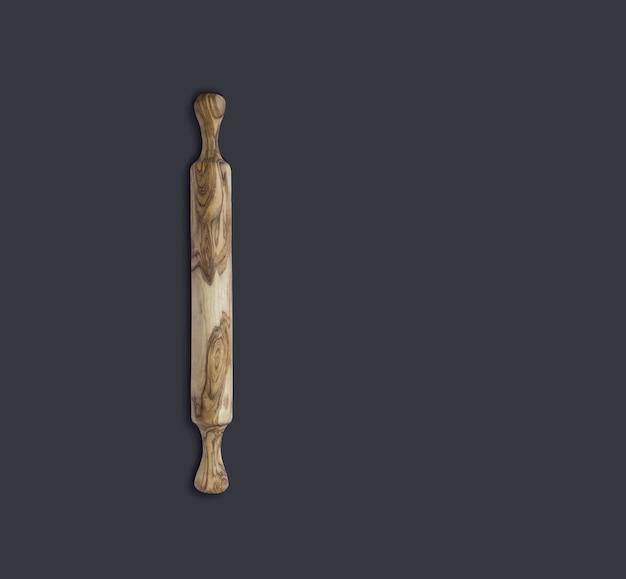 Bovenaanzicht olijf houten deegroller geïsoleerd op zwart on