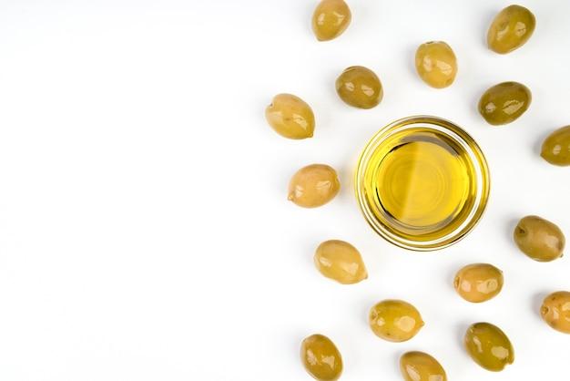 Bovenaanzicht olijfolie met kopie ruimte