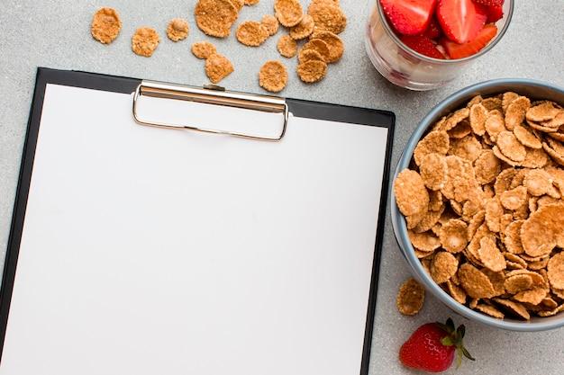 Bovenaanzicht ontbijt met kopie ruimte