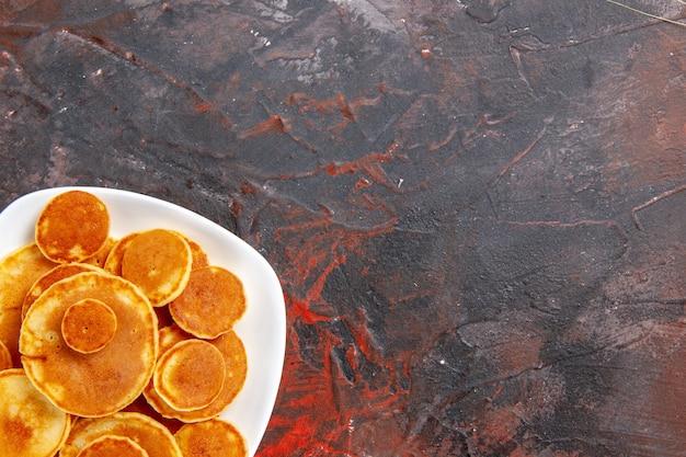 Bovenaanzicht op heerlijke pannenkoekenstapel