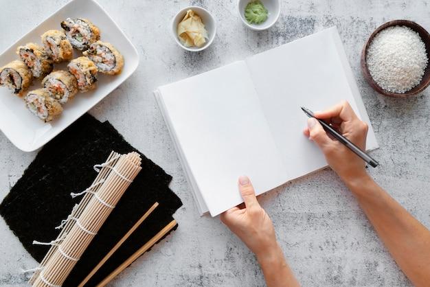 Bovenaanzicht op het stillevenconcept van het receptenboek