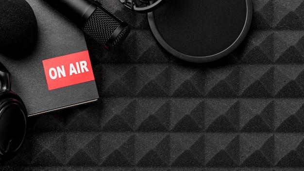 Bovenaanzicht op lucht radio concept