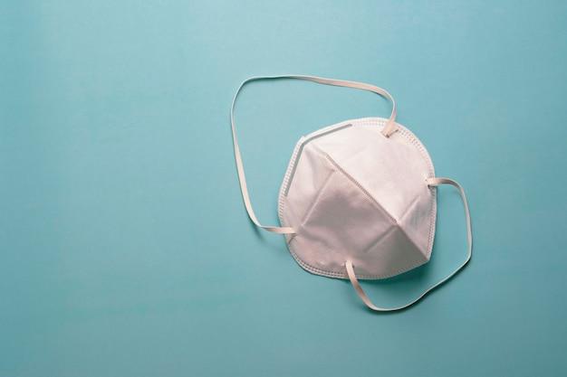 Bovenaanzicht op wit chirurgisch gezichtsmasker geïsoleerd
