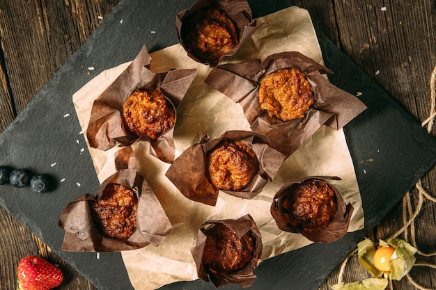 Bovenaanzicht op zoete dessert muffins