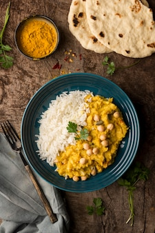 Bovenaanzicht pakistan eten en pita