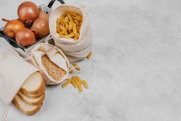 Bovenaanzicht pantry voedselingrediënten