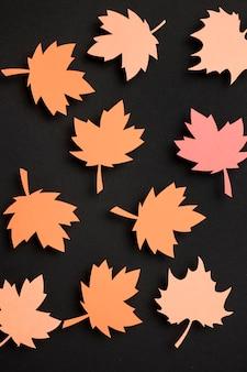Bovenaanzicht papier herfstbladeren samenstelling