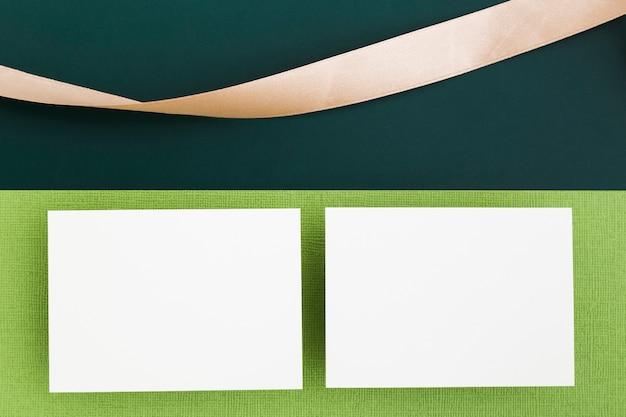 Bovenaanzicht papier visitekaartjes concept
