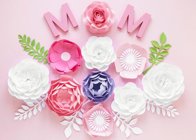 Bovenaanzicht papieren bloemen voor moederdag