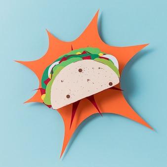 Bovenaanzicht papieren taco op blauwe achtergrond