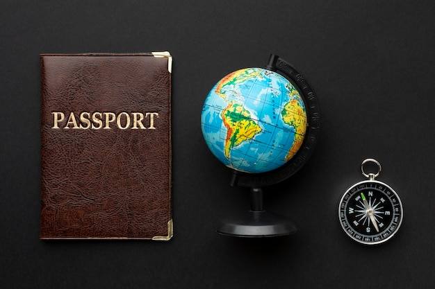 Bovenaanzicht paspoort en kompasregeling