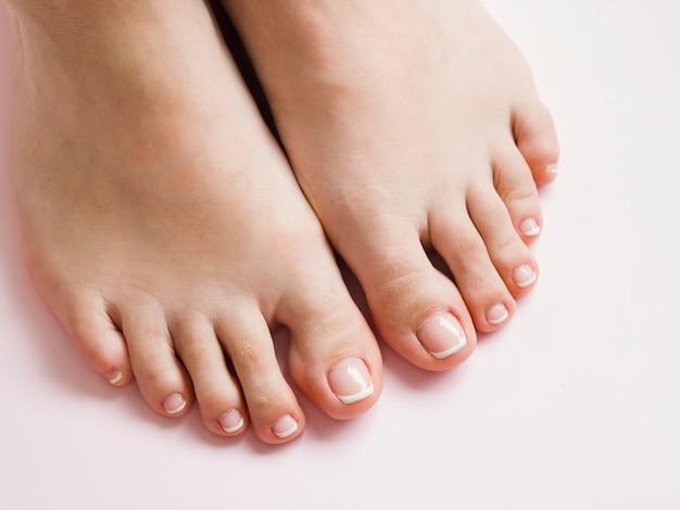 Bovenaanzicht pedicured voeten