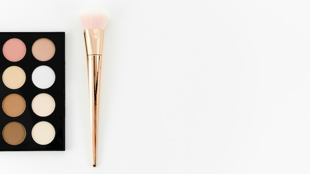 Bovenaanzicht penseel met make-up