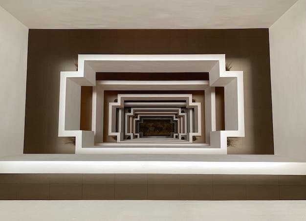 Bovenaanzicht perspectief van betonnen vierkante vorm van trap naar de begane grond