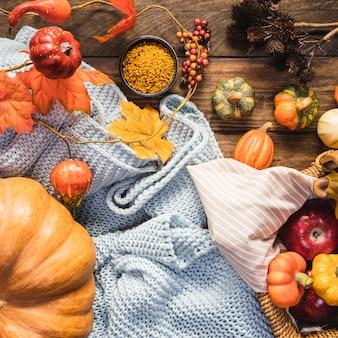 Bovenaanzicht picknick arrangement met deken