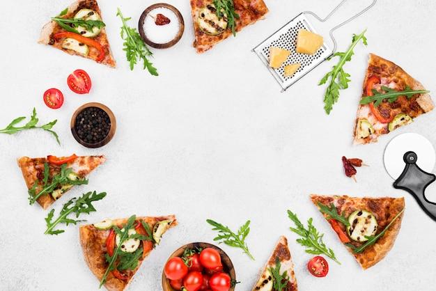 Bovenaanzicht pizza cirkelvormig frame