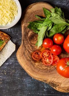 Bovenaanzicht pizza-ingrediënten