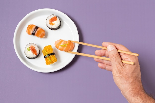 Bovenaanzicht plaat met sushi