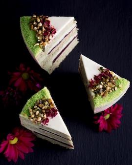 Bovenaanzicht plakjes cake