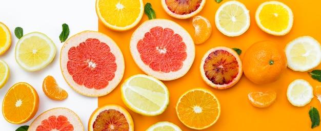 Bovenaanzicht plakjes fruit