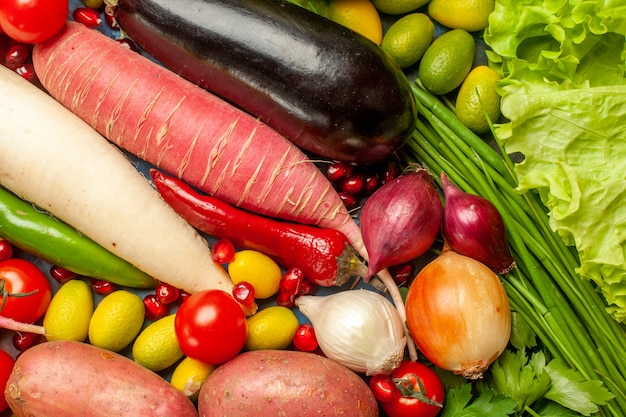 Bovenaanzicht plantaardige samenstelling met groenen rijpe salade maaltijd voedsel dieet gezondheid