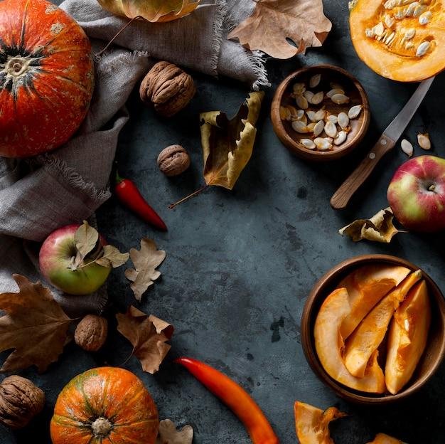Bovenaanzicht pompoenen en appels regeling