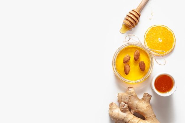 Bovenaanzicht pot met honing en kopie ruimte