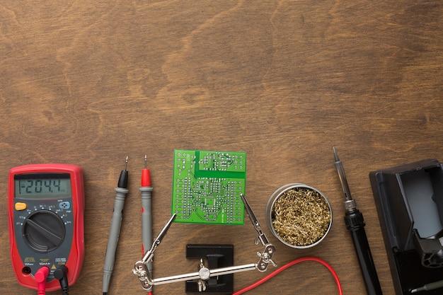 Bovenaanzicht printplaat reparatie