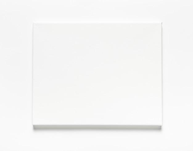 Bovenaanzicht regeling met canvas op witte achtergrond