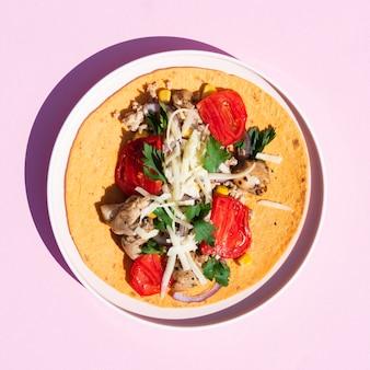 Bovenaanzicht regeling met traditionele mexicaanse gerechten