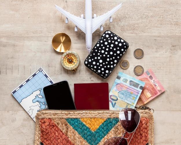 Bovenaanzicht reiselementen arrangement