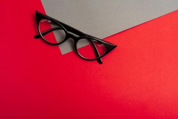 Bovenaanzicht retro bril met kopie ruimte